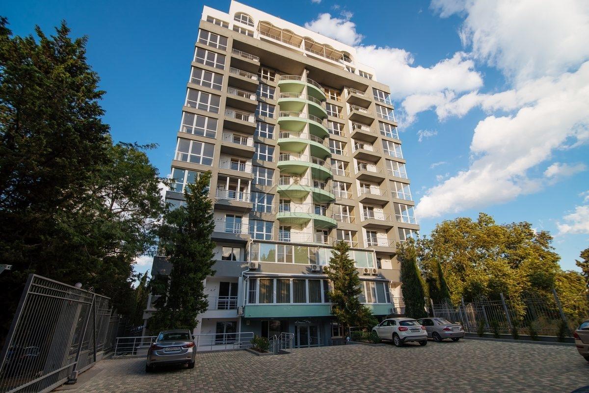 Продаётся 3-х к. квартира в новостройке г. Алушта по ул. Ленина, 21.