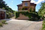 Продается дом общей площадью 266 кв.м., расположенный на земельном кооперативном участке 7 соток.