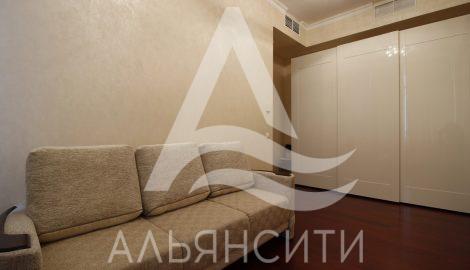 Продаётся трёх комнатные апартаменты в Алуште по ул. Паркова, 5а