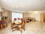 Искали хороший дом с большим участком земли в городе Алушта?